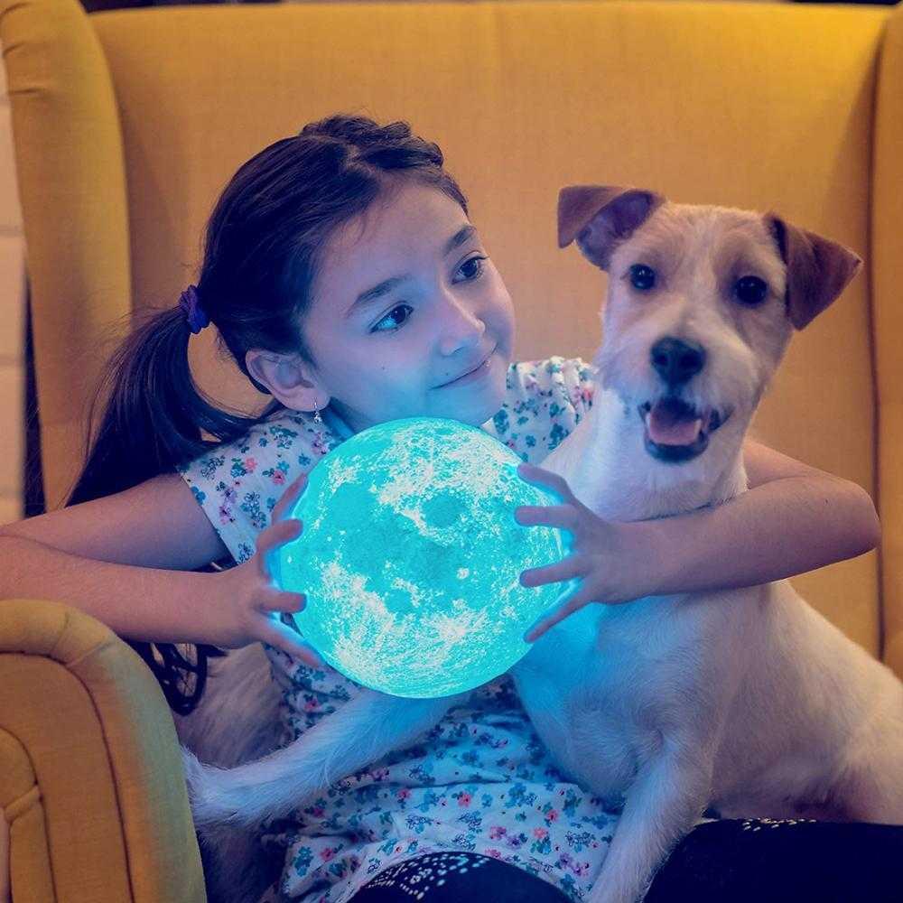 Girl holding moon lamp - Ultimatemoonlamps.com.au
